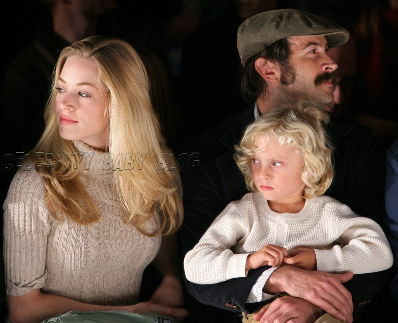 Jason Lee and family at Whitley Kros fashion show – Moms ...