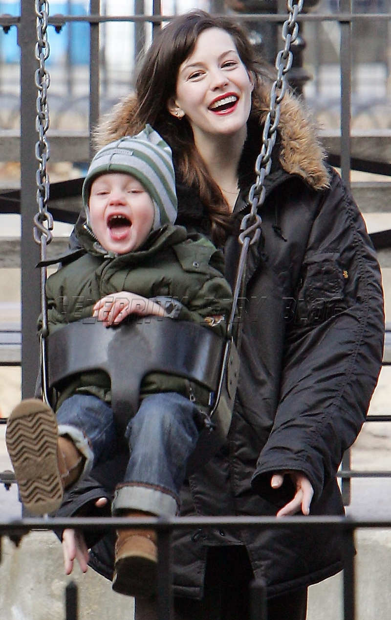 Remarkable Liv Tyler And Milo William At The Playground On Saturday Moms Hairstyles For Women Draintrainus