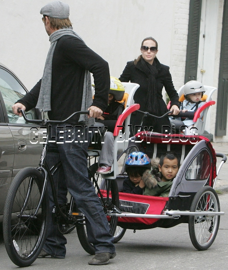 Jolie_pitt_family_91803563cbb