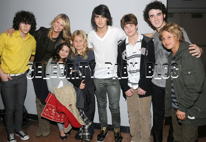 Christie Brinkley takes kids to see Jonas Brothers