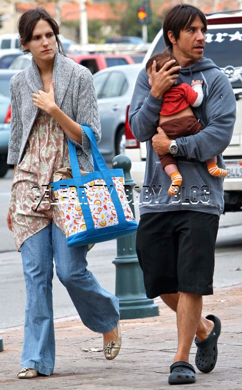 Anthony Kiedis and Heather Christie out with Everly Bear ...