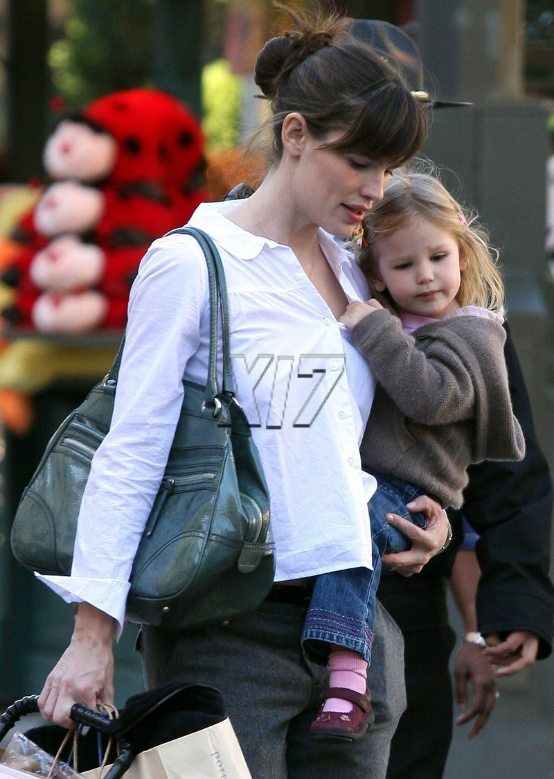 Jennifergarner011808_04_cbb