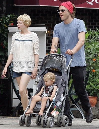A look back on Heath Ledger as a father – Moms & Babies ...