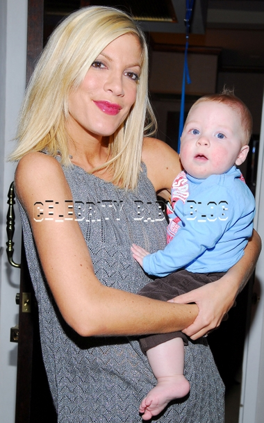 Tori Spelling Shops At La S Petit Tresor For Liam And Baby