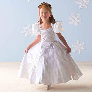 babf34d8f0cef Princess Perfect: Steal Anya's princess dress style | PEOPLE.com