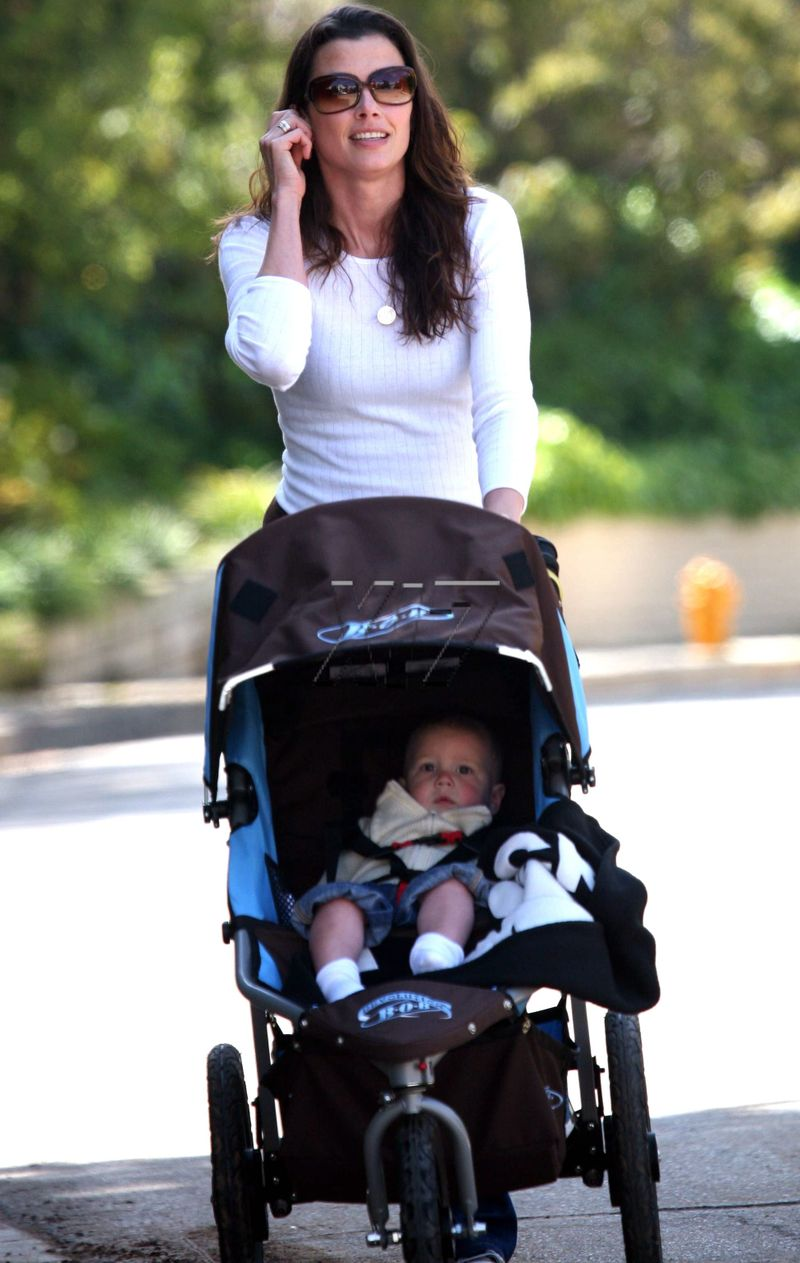 Bridget And John Moynahan Out For A Walk Moms Amp Babies