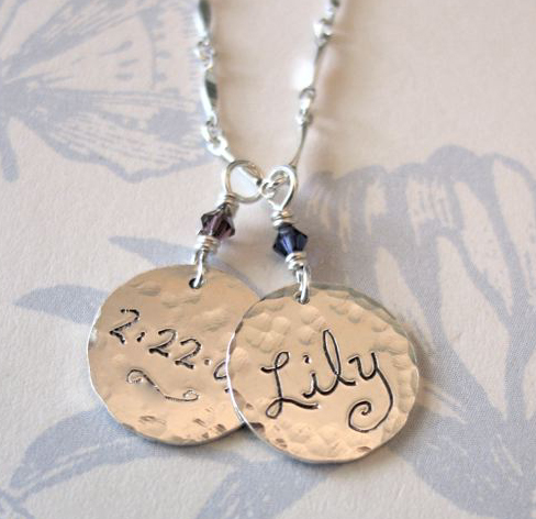 Moms_name_charm_necklace_in_silver