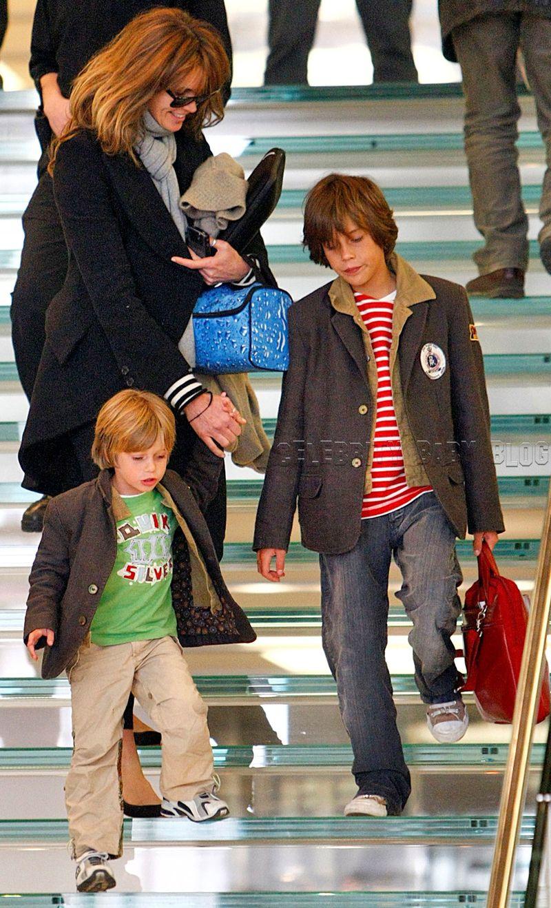 Эль Макферсон с сыновьями