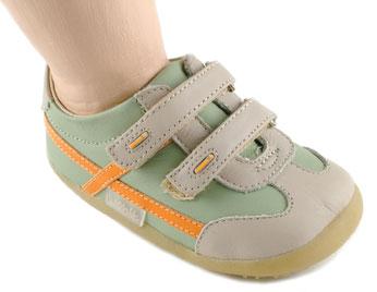 Bobux iWalk: Flexible shoes, healthy bodies – Moms & Babies ...