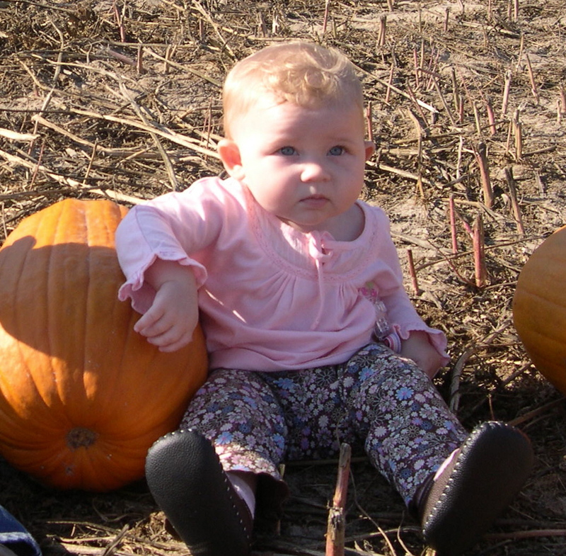 Gracie_pumpkin_patch_07