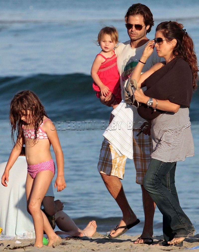 David Charvet and Brooke Burke spend the day at the beach with kids