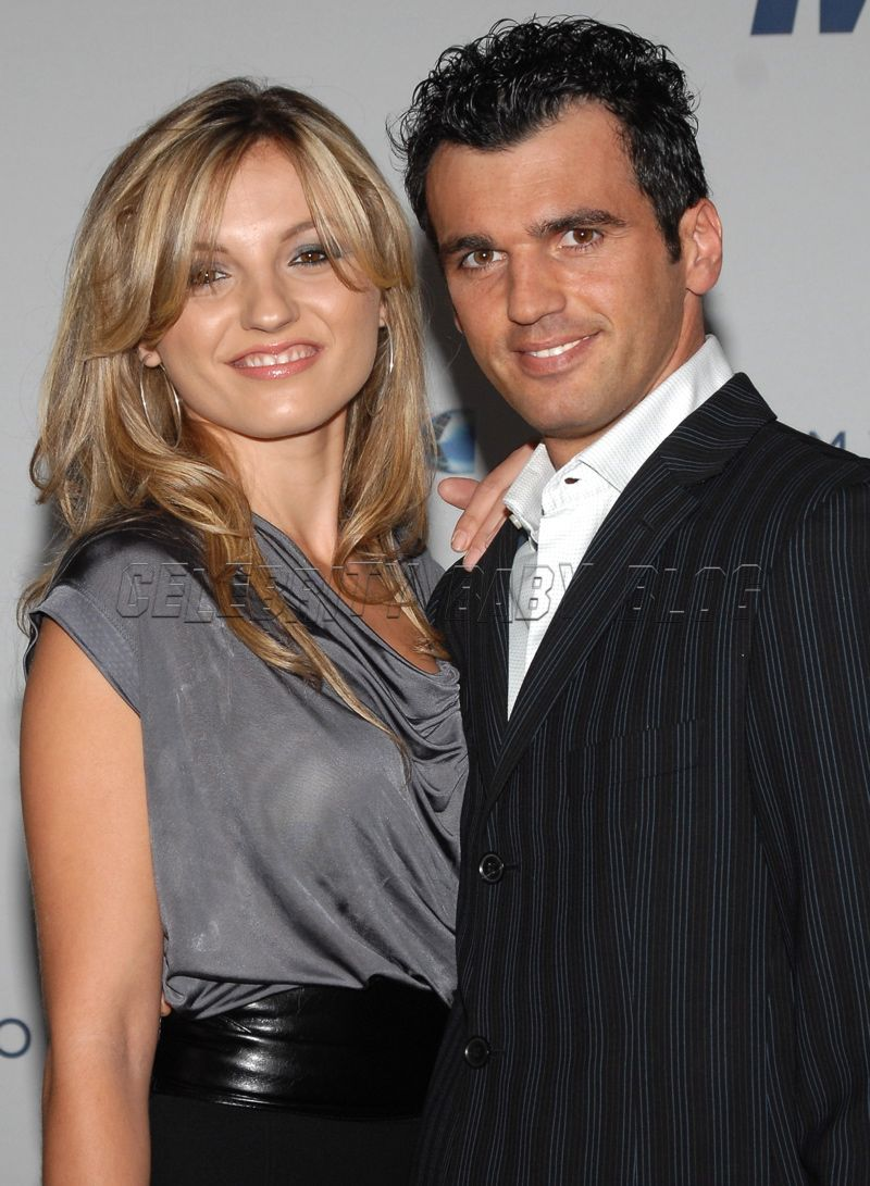 Update: Tony Dovolani and wife expecting boy/girl twins ...