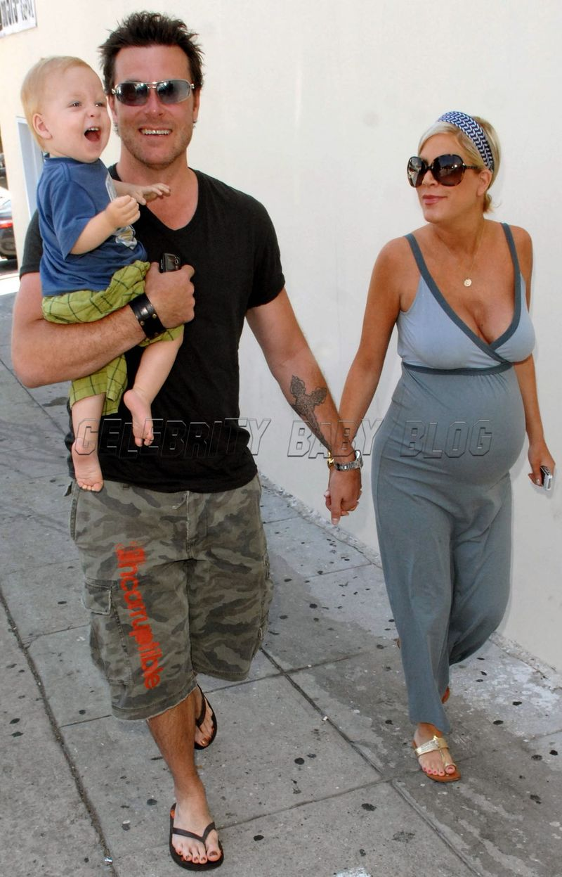 Tori Spelling and Dean McDermott go for ice cream and pedicures ...