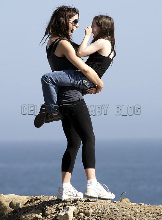Gallery For > Kate Beckinsale Daughter Beach Kate Beckinsale Daughter