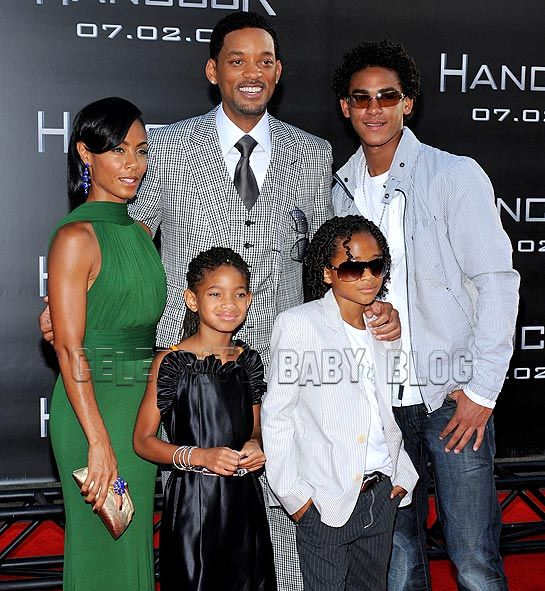 pictures of will smith and family. Will Smith gets support from