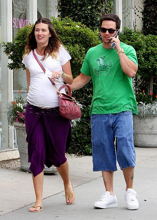 Mark Wahlberg and Rhea Durham shop for sofas – Moms ...