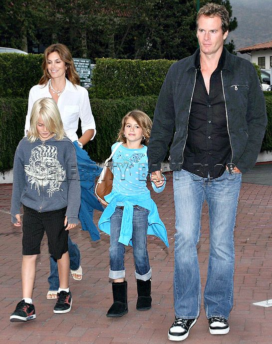 Cindy Crawford and Family Grab Dinner – Moms & Babies – Celebrity ...