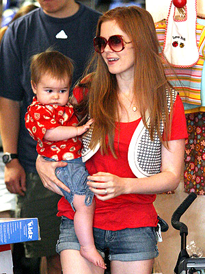 isla fisher daughter olive. Olive#39;s dad is Sacha Baron