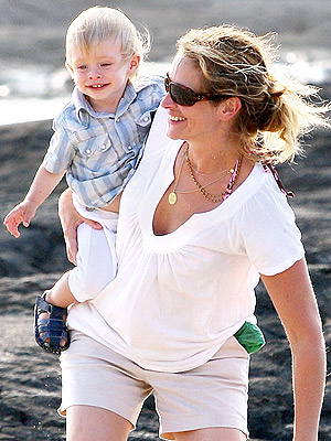 julia roberts kids. Julia Roberts and Kids Hang