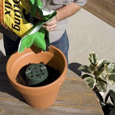 01 plastic pots أفكار جديدة  الرول الورقي حق السفرة ومناديل الحمام