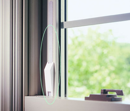window wedge prevents falling windows from slamming down