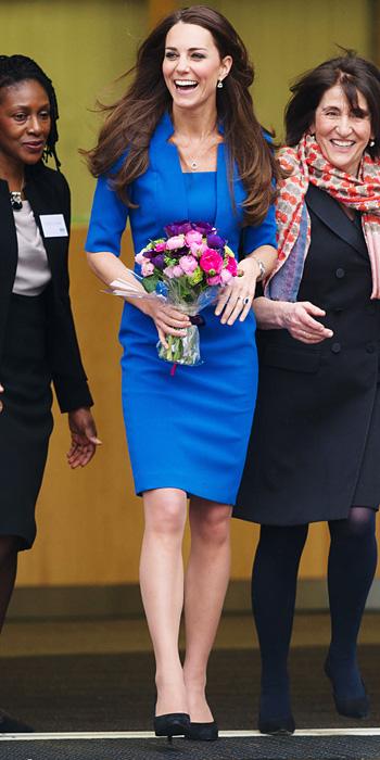 Vestido azul com sapato preto
