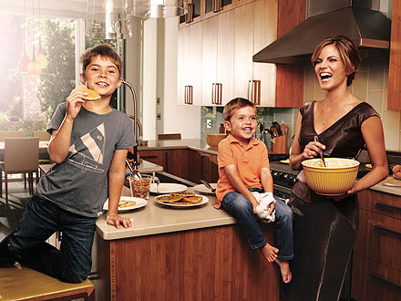 Natalie Morales enjoying in the kitchen with her kids.