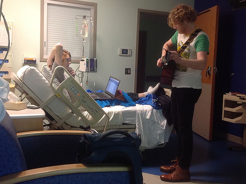 Guitarist Josh Rifkind Cheers Up Thousands of Sick Kids with His Hospital Concerts| Heroes Among Us, Good Deeds, Real People Stories, Real Heroes