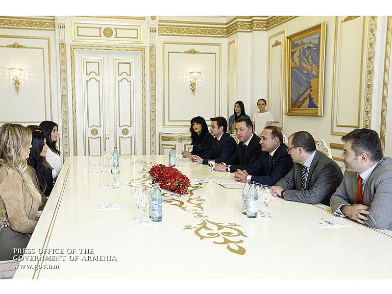 Kim and Khloé Kardashian Meet the Armenian Prime Minister| Keeping Up with the Kardashians, People Picks, TV News, Khloe Kardashian, Kim Kardashian