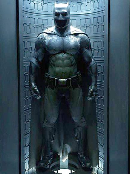 http://img2.timeinc.net/people/i/2015/news/150504/batman-suit-01-435.jpg