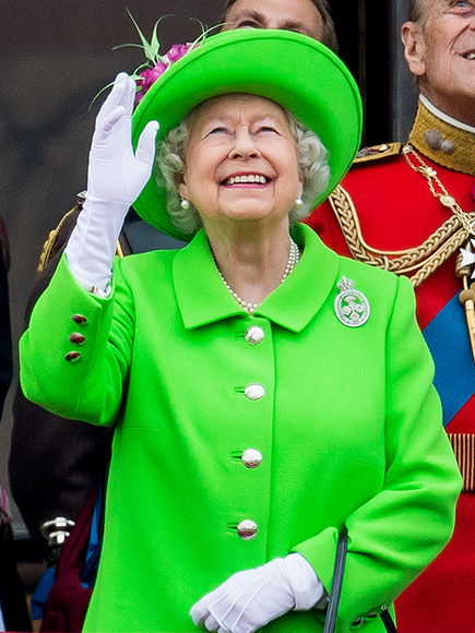 Queen Elizabeth's 90th Birthday Outfit Creates Twitter Hashtag